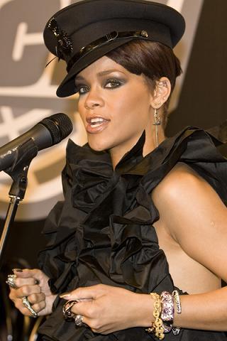 Rihanna: Nie zobaczycie, co mam między nogami!