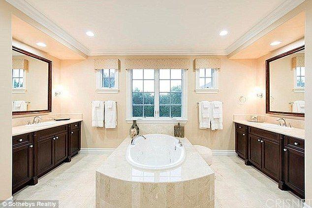 Rob Kardashian dostał od mamy dom warty 2,5 mln$! (FOTO)