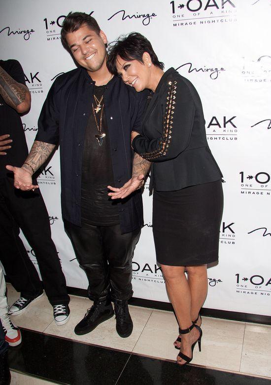 Rob Kardashian reklamuje... skarpety na urodzinowym party
