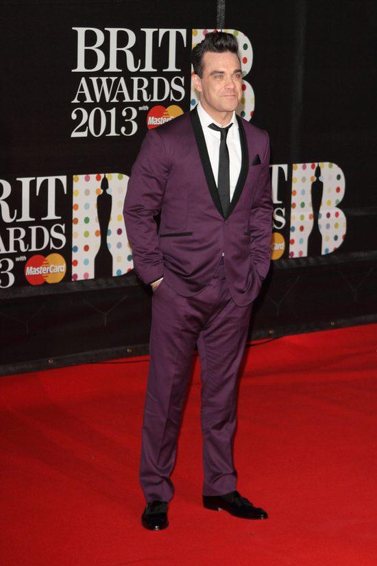 Robbie Williams zrobił tę głupią minę, ponieważ... [VIDEO]