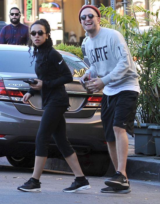 Robert Pattinson przyłapany na czułościach z dziewczyną FOTO