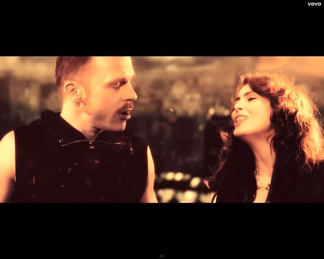 Piotr Rogucki śpiewa z Within Temptation  [VIDEO]