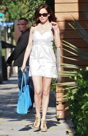 Dama w bieli i koturnach (FOTO)