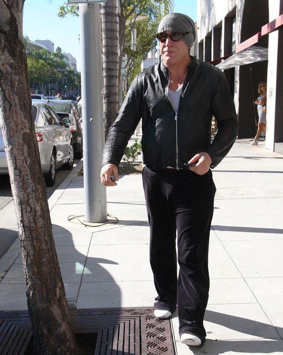 Czy Mickey Rourke jeszcze rozpoznaje siebie? (FOTO)