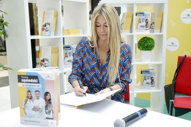 Rozenek-Majdan w butach od Diora promuje książkę w Tesco (ZDJĘCIA)