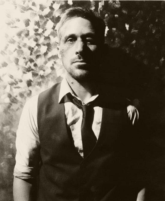 Zmasakrowana twarz Ryana Gosslinga na plakacie filmu (FOTO)