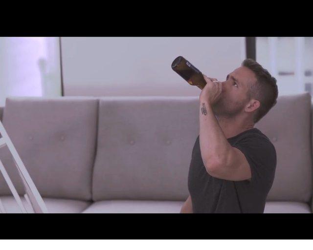 Jest alkohol, są przekleństwa. Ryan Reynolds vs. Ikea