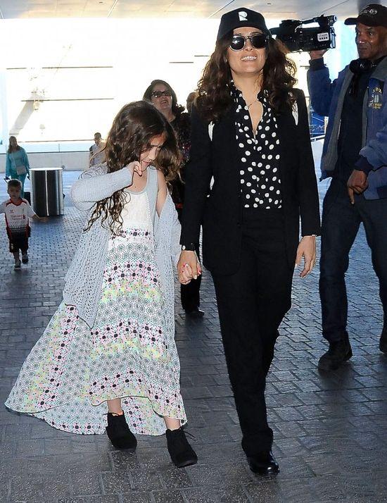 Córka Salmy Hayek nie lubi paparazzi? (FOTO)