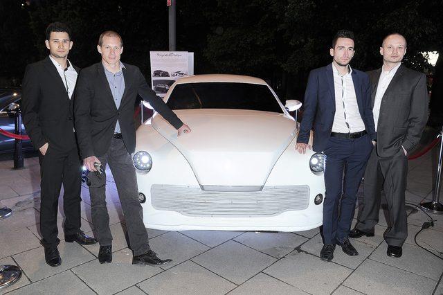 Celebryci na pokazie nowego samochodu Warszawa (FOTO)