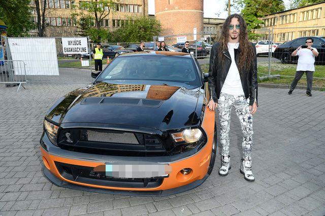 Nie uwierzysz, jakim samochodem wozi się Michał Szpak