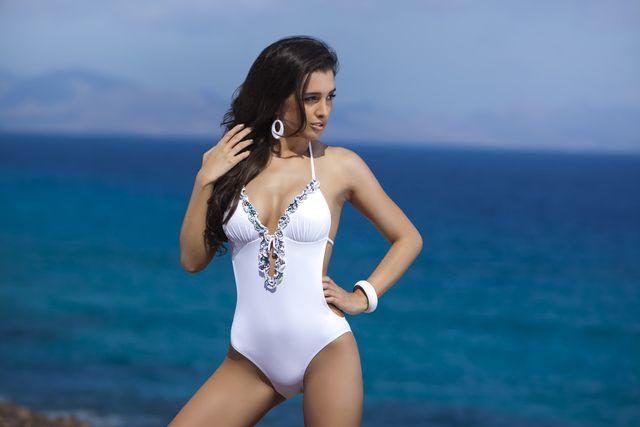 Sara Faraj reklamuje kostiumy kąpielowe (FOTO)
