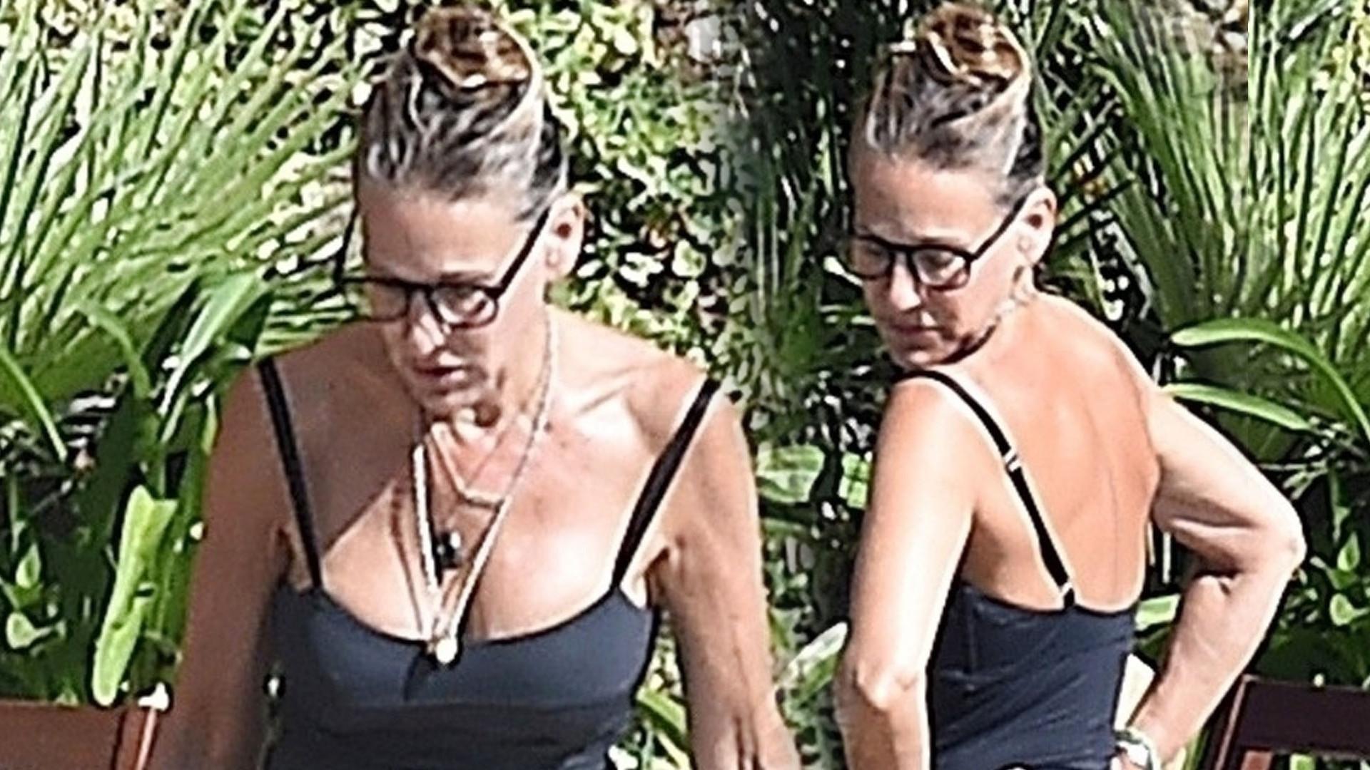 53-letnia Sarah Jessica Parker w kostiumie kąpielowym (ZDJĘCIA)