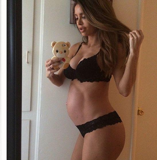 Sarah Stage już pokazała brzuch po ciąży (Instagram)