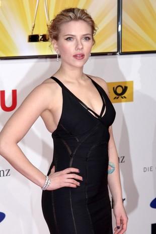 Nietrafiona kreacja Scarlett Johansson (FOTO)