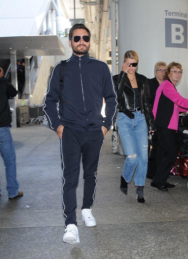 Scott Disick z Sofią Richie za rączkę na lotnisku (ZDJĘCIA)