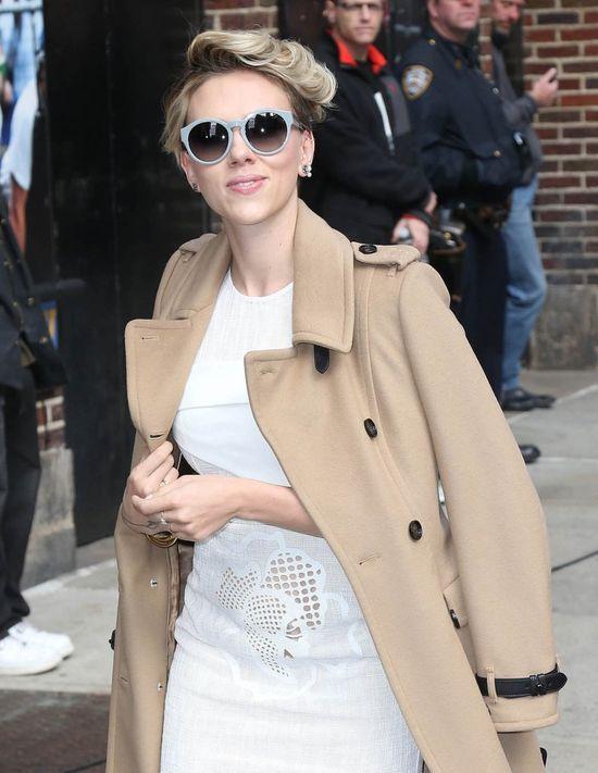 To jedna z najgorszych fryzur Scarlett Johansson? (FOTO)
