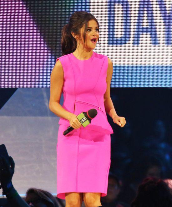Selena Gomez nie trafiła ze stylizacją (FOTO)