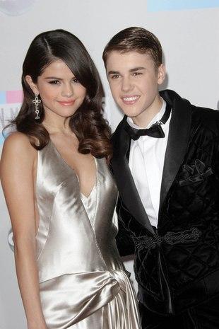 Selena Gomez pokazała pierścionek z literką J (FOTO)