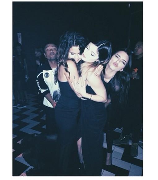 Selena Gomez pojawi się w show Kardashianów? (FOTO)