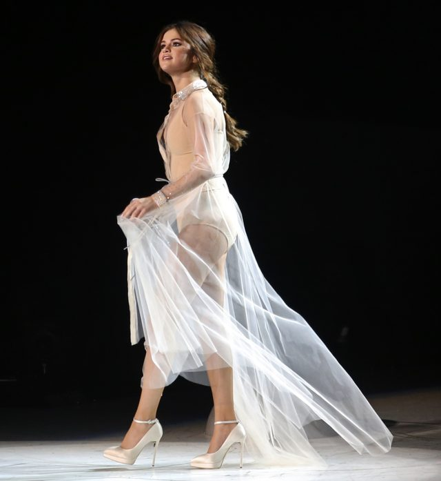 Selena Gomez bardzo wyszczuplała - zobaczcie, jak wygląda na scenie