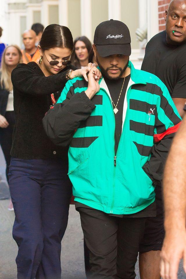 The Weeknd w pobliżu domu Seleny z książkami w ręce (ZDJĘCIE)