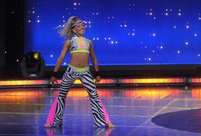 13-letnia mistrzyni świata z Norwegii w Tylko taniec [VIDEO]