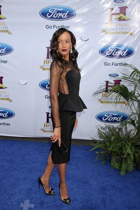 Kto jest większą gwiazdą - Selita Ebanks czy jej sukienka?
