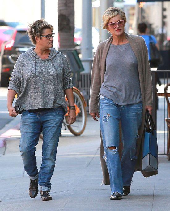 Sharon Stone - po pięćdziesiątce chodzi BEZ BIUSTONOSZA