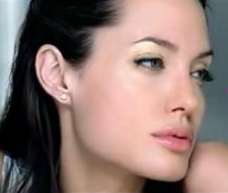 Angelina Jolie dla Shiseido