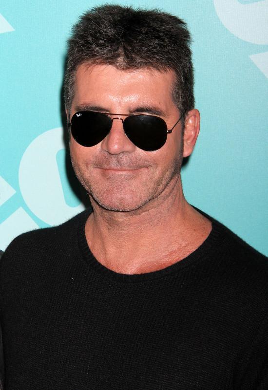 Simon Cowell obrzucony jajami (VIDEO)