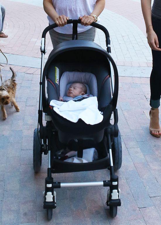 Simon Cowell ponownie przy�apany z rodzink� (FOTO)