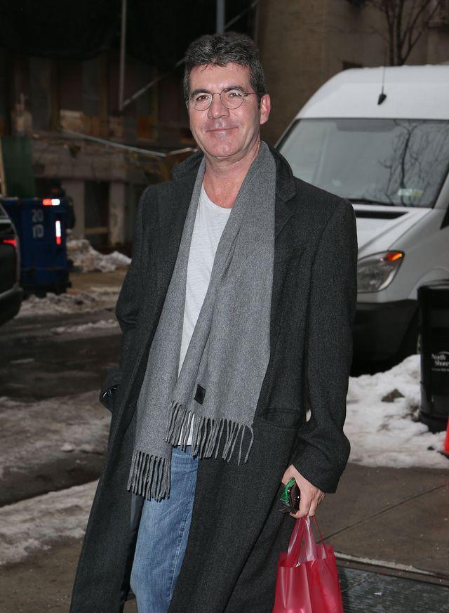 Simon Cowell - dumny tata przed szpitalem (FOTO)