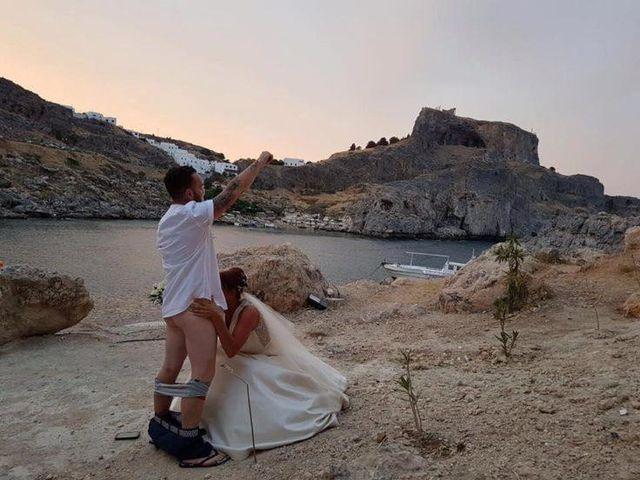 Jedno zdjęcie ze ślubu i skandal na cały świat! Co oni zrobili?