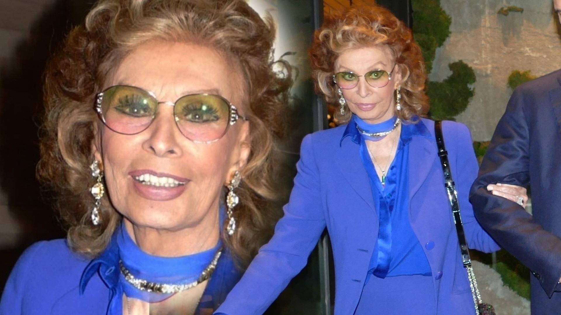 84-letnia Sophia Loren z synem na kolacji (ZDJĘCIA)