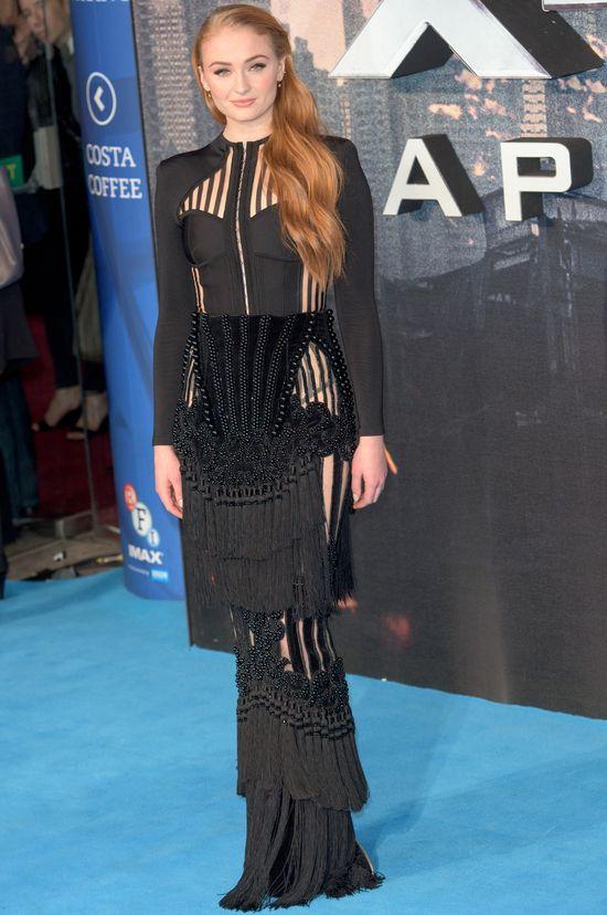 Jennifer Lawrence... uderzyła Sophie Turner w krocze...