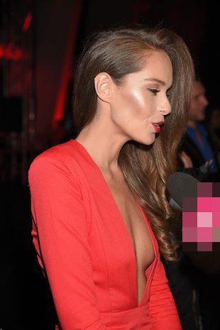 Katarzyna Sowińska nie musi mieć dużego biustu… (FOTO)