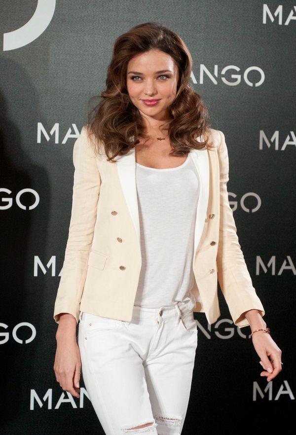 Miranda Kerr twarzą Mango - robi słodkie minki (FOTO)