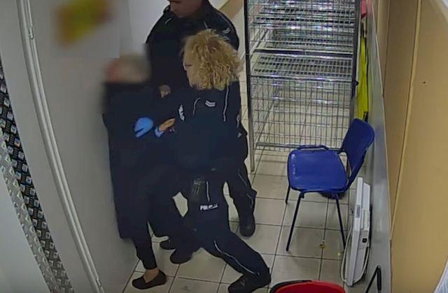 Polscy policjanci POBILI... 82-letnią staruszkę! Szokujące wideo