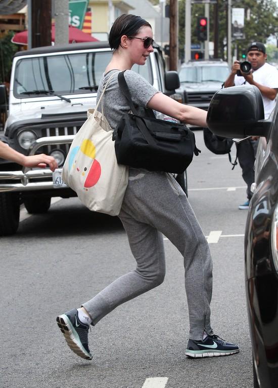 Anne Hathaway spocona jak MYSZ! (FOTO)