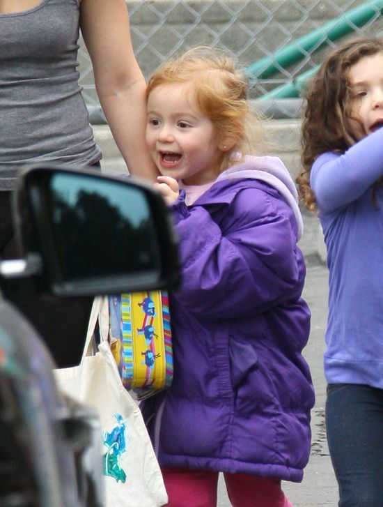 Czyja to wesoła rudowłosa dziewczynka? (FOTO)