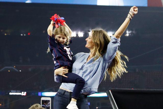 Gisele Bundchen szalała ze szczęścia, Lady Gaga dała czadu - finał Super Bowl (F