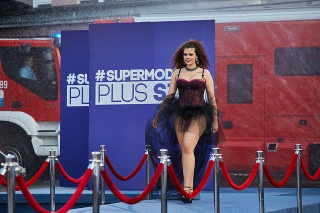 Supermodelka Plus Size - pokaz SEKSOWNEJ BIELIZNY (ZDJĘCIA+VIDEO)