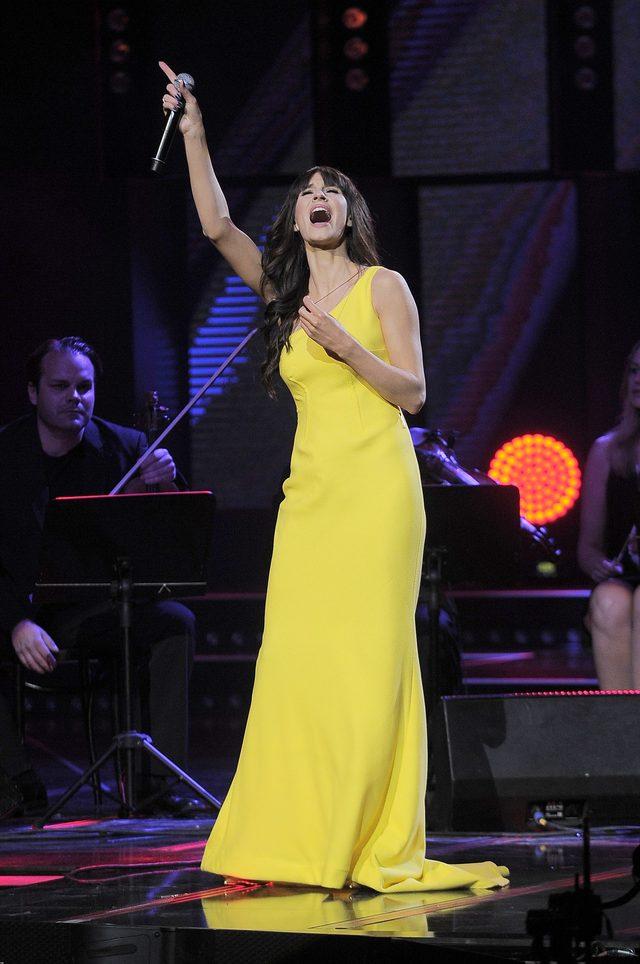 Sylwia Grzeszczak na scenie po raz pierwszy po urodzeniu c�rki (FOTO)