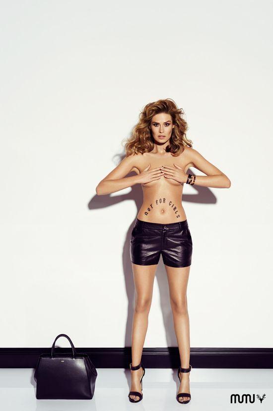 Sylwia Sucharska nago reklamuje torebki (FOTO)