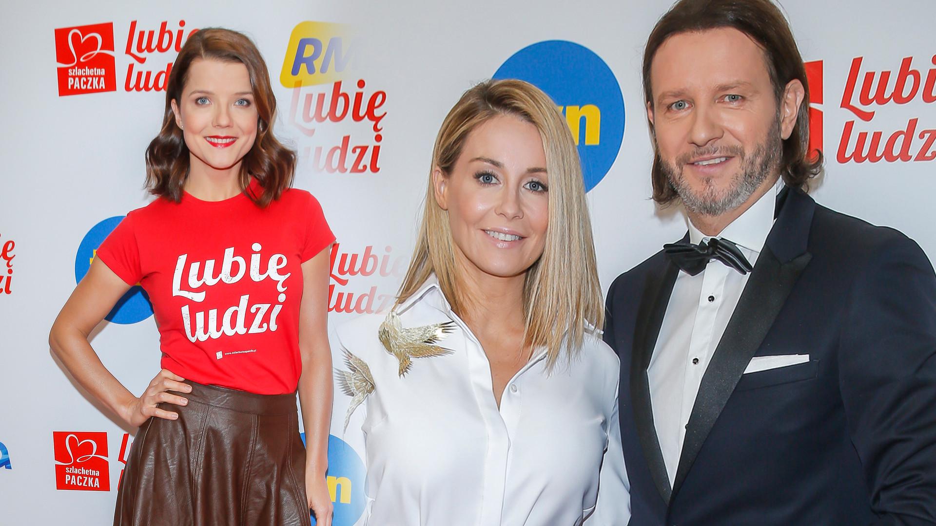 Rozenek-Majdan w długiej białej sukni, Jabłczyńska na gali Szachetnej Paczki