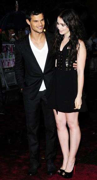 Taylor Lautner całuje Lily Collins (FOTO)