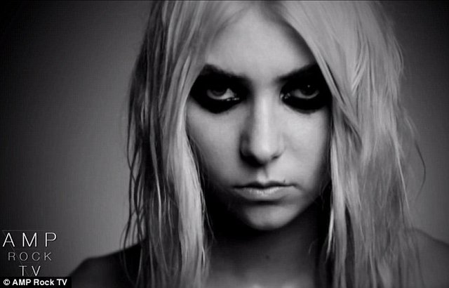 Taylor Momsen naga w klipie [VIDEO]