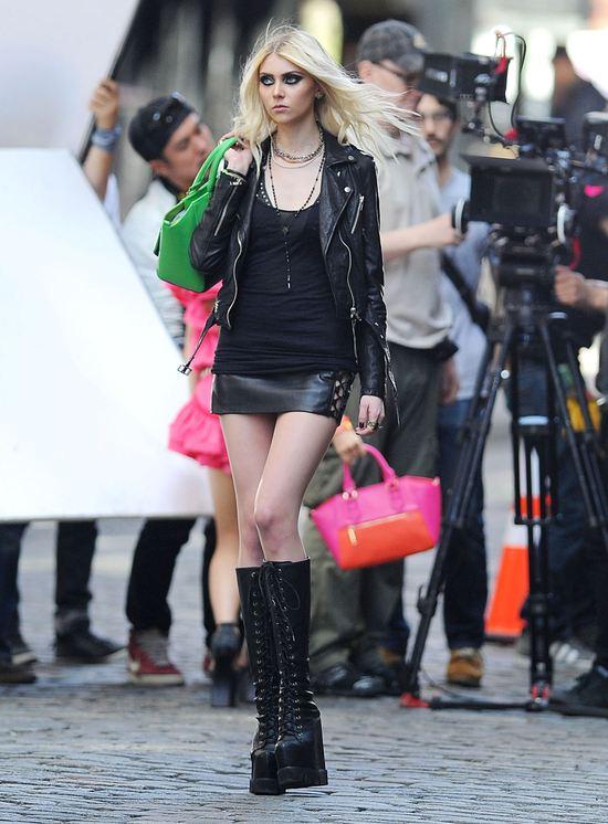 Taylor Momsen na planie nowego teledysku (FOTO)