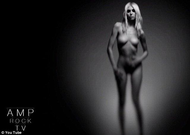 Taylor Momsen naga w klipie [VIDEO]