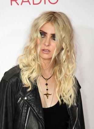 Taylor Momsen wygląda jakoś dziwnie… (FOTO)